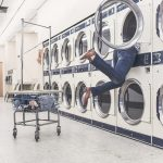 持ち帰る?ホテルで洗う?旅行中の洗濯物の処理